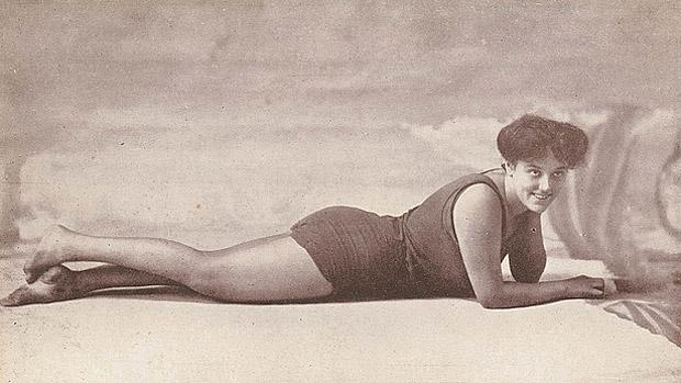 70-te-urodziny-bikini-1