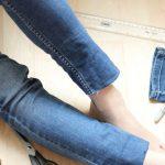 Modna przeróbka starych jeansowych ubrań