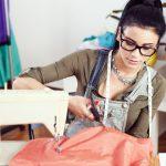 Zrób to sama! – czyli 5 ciekawych sposobów na przeróbkę ubrań